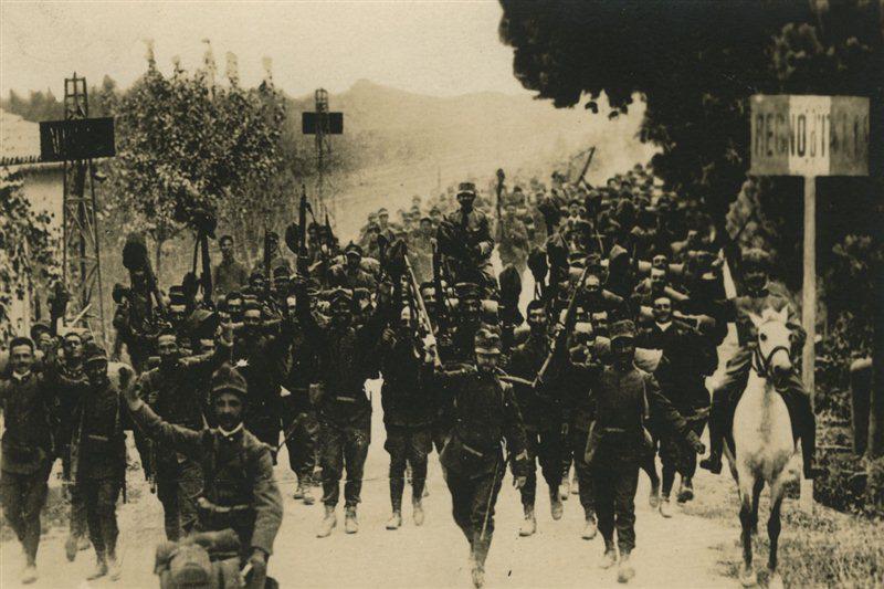 grande-guerra-24-maggio-1915-soldati-italiani-attraversano-frontiera-con-laustria-ungheria