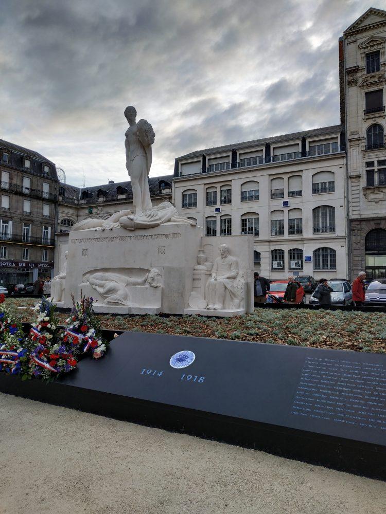 Mémorial avant droit