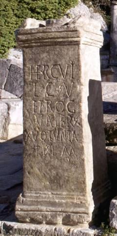 Autel d'Hercule du site de Glanum