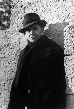 Jean Moulin, (1899 – 1943), résistant français, photographié par son ami Marcel Bernard au Peyrou de Montpellier en octobre 1939. © Rue des Archives / AGIP
