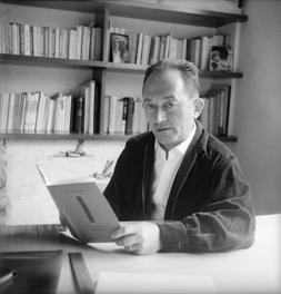 Pierre Seghers, (1906 – 1987). Ecrivain et éditeur français. 1954. © Bernard Lipnitzki / Roger- Viollet