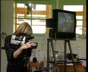 Deux classes dialoguent entre elles par micros et caméras interposés